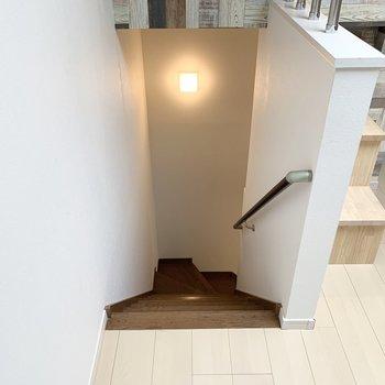 階段のライトが素敵◎
