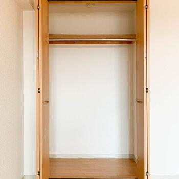 【洋室】1人分がしっかり入るくらいのサイズかなあ※写真は2階の反転間取り別部屋のものです