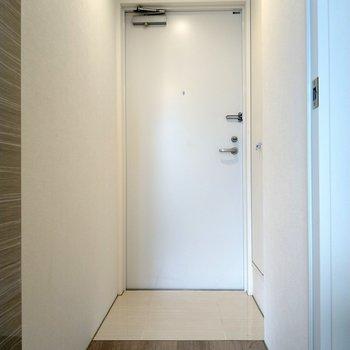 広々玄関。照明は人感センサー付き!
