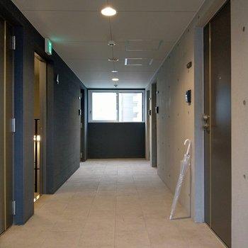 共用廊下は室内でとても綺麗。