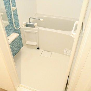 グリーンのポイントがお洒落!浴室乾燥機付きです◎
