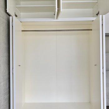 クローゼットはたっぷりサイズ。コンパクトな収納ボックスも入りそうです。