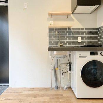 キッチンには棚が付いています。
