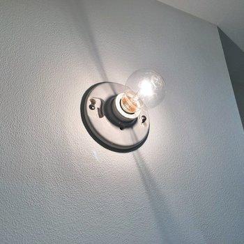 裸電球もここなら素敵。※写真は同タイプの別部屋のもの