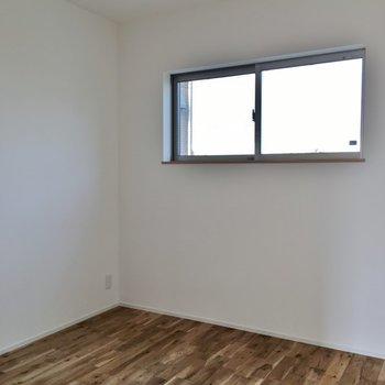 小窓もあってイイネ♪。※写真は同タイプの別部屋のもの