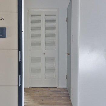 玄関部分です。※写真は同タイプの別部屋のもの