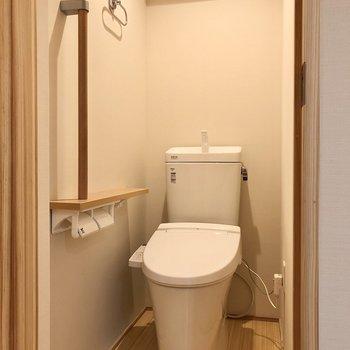 トイレまでこの素材感。お店みたい。