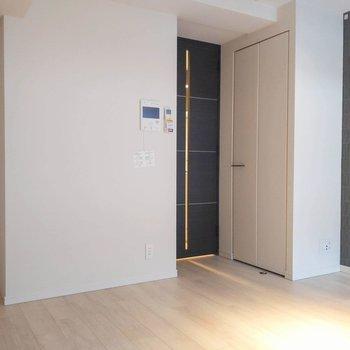 居室には収納が2つ。