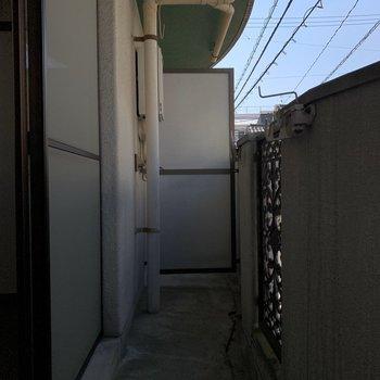 バルコニーはゆとりあり。ここに、洗濯機を置きましょう〜!!