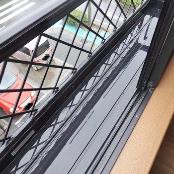 それぞれの窓の外にはプチガーデニングができそうなスペースがあります。