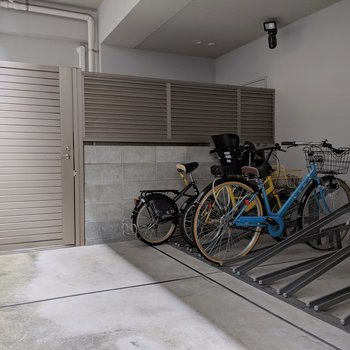オートロック内の駐輪場だからお気に入りの自転車も安心ですね。