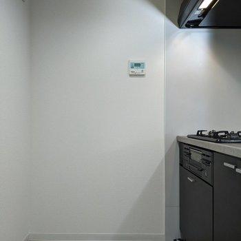 【キッチン】2人でも作業をすることができるスペースです。
