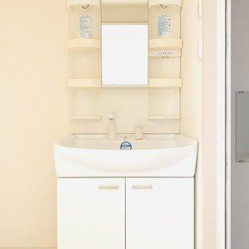 ちょうどいい洗面台(※写真は4階の反転間取り別部屋のものです)