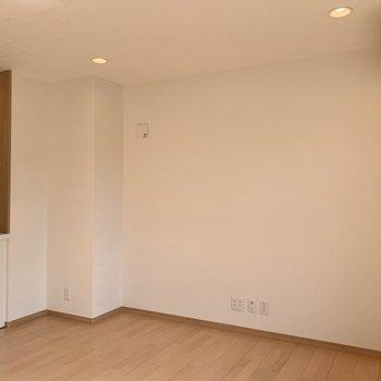 【LDK】テレビはこちらの壁側に置けますね。
