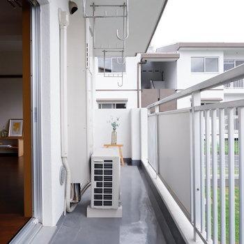 【ldkバルコニー】洗濯物がよく乾きそうですね※写真は1階の同間取り別部屋のものです