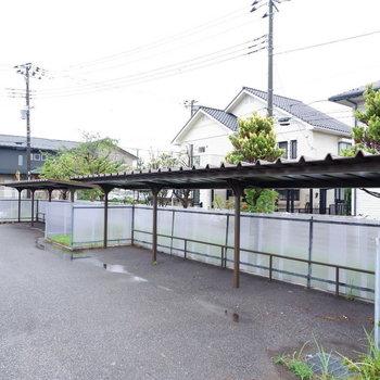 屋根付きの駐輪場で雨にも濡れません