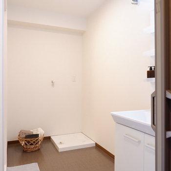 脱衣所が広いんです~!※写真は1階の同間取り別部屋のものです