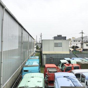 眺望は工場ですが音が気になるとかはありませんでした。