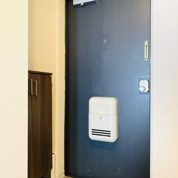 玄関スペースは床の柄にときめき。
