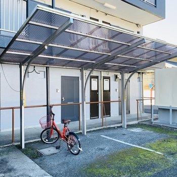 屋根付きの自転車置場もありました。