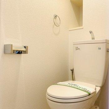 収納の付いたトイレ!(※写真は3階の同間取り別部屋のものです)