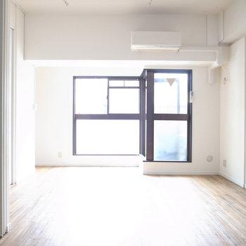 日中はスライドドアを全開して、広く使うと気持ちいいですよ〜!