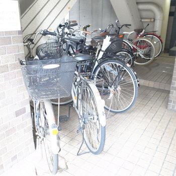 【共用部】駐輪は、入り口のとなりか、