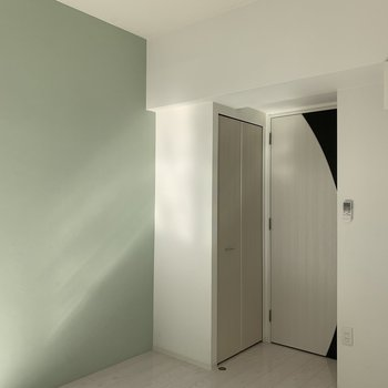 壁面に家具を寄せてください(※写真は3階の反転間取り別部屋のものです)