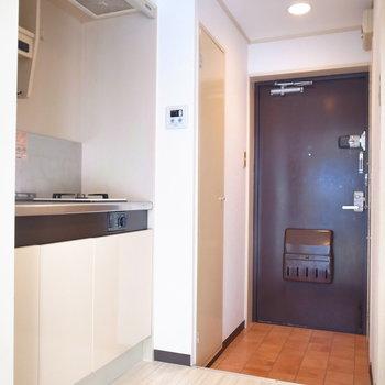 キッチンの前スペースはゆったりめ。