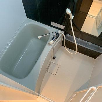 お風呂は適度な広さ。