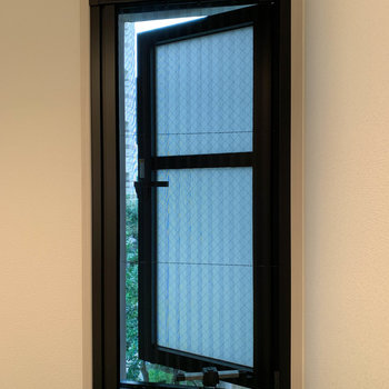 換気用の窓もあります。