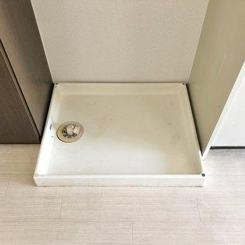 キッチンとシューズBOXに挟まれた洗濯機置き場。