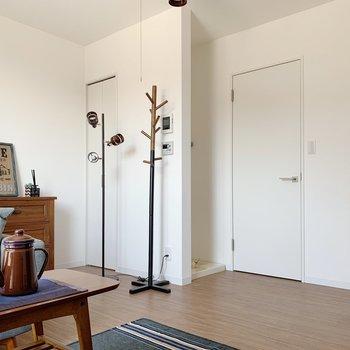 収納やキッチン、洗濯機置場も洋室にギュッと。動線が楽ちん。(※写真は1階の同間取り別部屋のものです)
