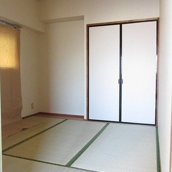 ちょっと落ち着きたい方に和室もあります。