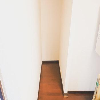 その奥にはスペース。少し狭いので、収納として使うこともできそう。