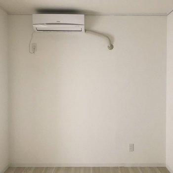 【洋室】エアコンも付いています。
