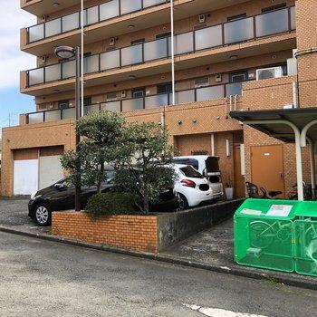 駐輪場、駐車場もあります。