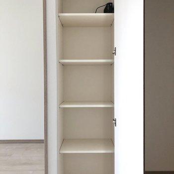 【LDK】日用品のストックに便利な収納棚がありました。