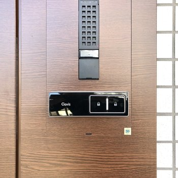 鍵はしまったまま施錠・解錠が可能です。
