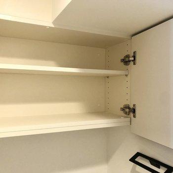 お掃除アイテムやペーパーの収納に便利です。