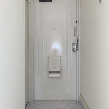 ホワイトのドアもかわいい〜。綺麗って嬉しい。
