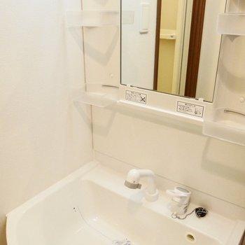 広くて使いやすそうな洗面台!※写真は同間取り別部屋です