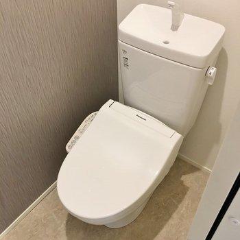 トイレにもアクセントクロスを!。※写真は同タイプのお部屋のもの
