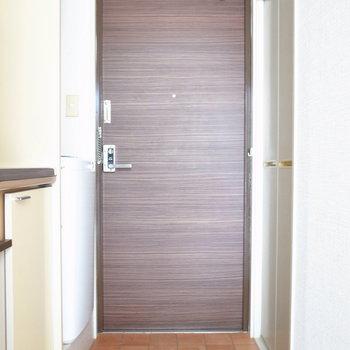 玄関は窮屈ではありません!