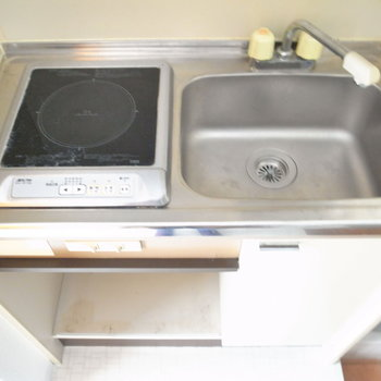 調理スペースはシンクにまな板や棚を渡せばつくれそう。