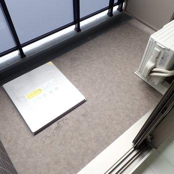 布団もゆったり干せそう。※写真は同階・別部屋の反転間取りのものです。
