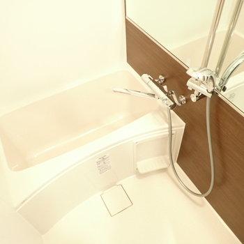 浴室乾燥機付き!※写真は同階・別部屋の反転間取りのものです。