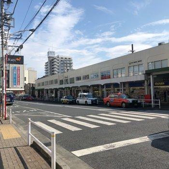 駅前はスーパーにコンビニに飲食店。お買い物はここでしちゃいましょう。