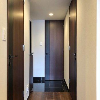 廊下の終着点、玄関へ。