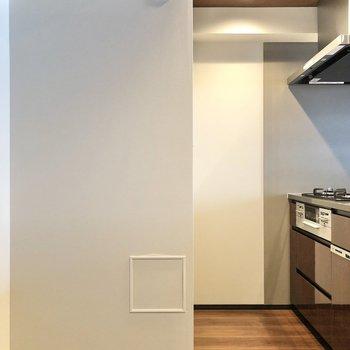【LDK】正面に冷蔵庫が置けます。